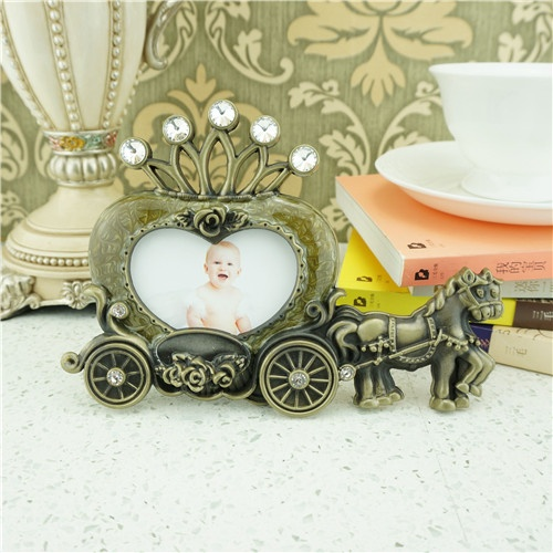 Metal photo frame / vintage carriage photography frame